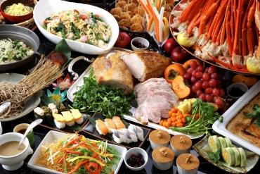 地元で採れるおいしい野菜、旬の素材を豊富に使った約40種からのシーズンバイキング。※ズワイガニ食べ放題は2017年4月15日まで